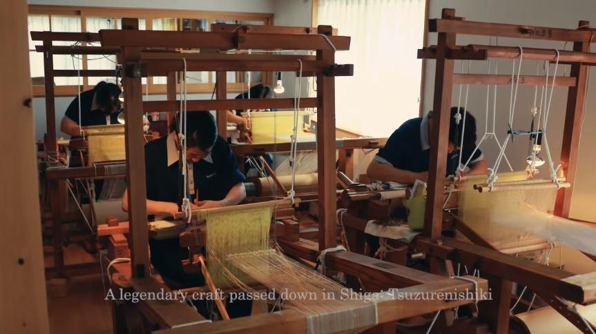 指甲弄成鋸齒狀!日本千年神秘工藝「指甲織布」 成品布料就像藝術品