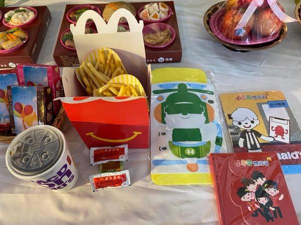 7歲女孩生前愛吃薯條!麥當勞破例「早上7點炸薯條」送別她