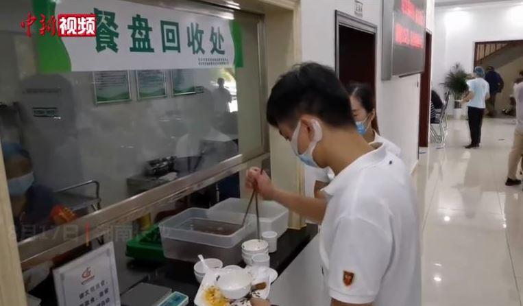中國餐廳避免浪費「秤剩菜」:超過125克就罰錢!