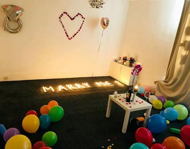 男子「點滿上百燭光」準備求婚 接女友回家...整間房消失!
