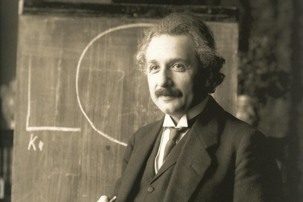 愛因斯坦超屁孩「死不穿救生衣」出航 想停船都「直接擱淺」