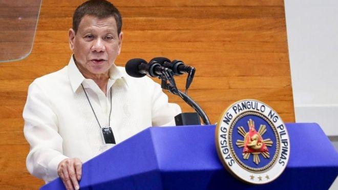 菲律賓總統叫民眾「用汽油消毒口罩」:窮人更要這樣做!