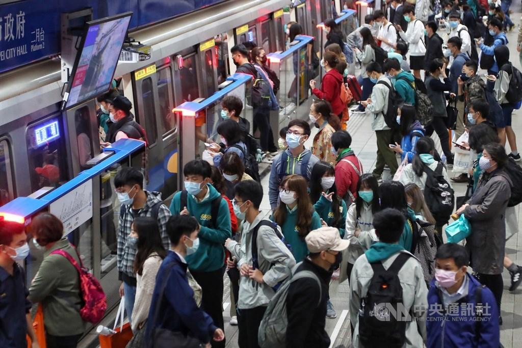 台北搭捷運即日起「須全程戴口罩」 違規者「開罰1.5萬」!