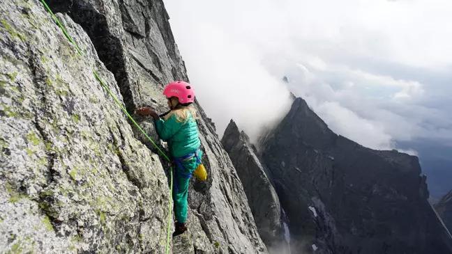 狂爸媽「帶3歲兒女」爬阿爾卑斯山 他:跟去公園一樣簡單