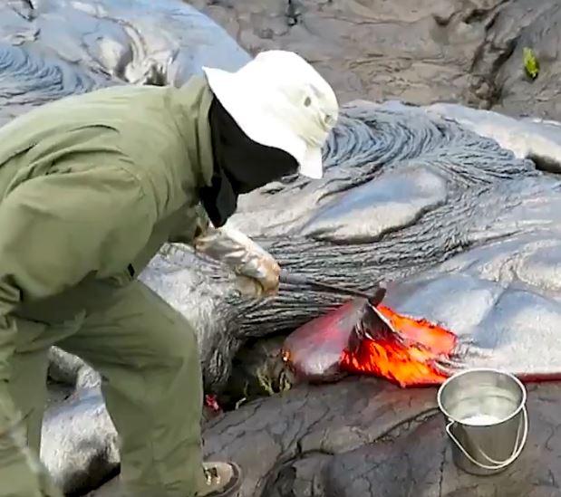 影/「火山岩漿」很可怕?地質學家曝「採集過程」超軟Q!