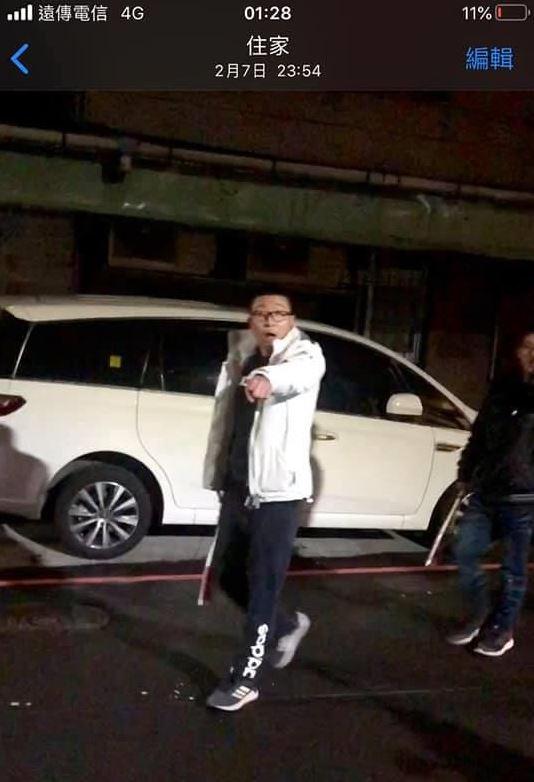 停車口角遭「10幾黑衣男追打」 被逮硬扯:平常打球才隨身帶球棒