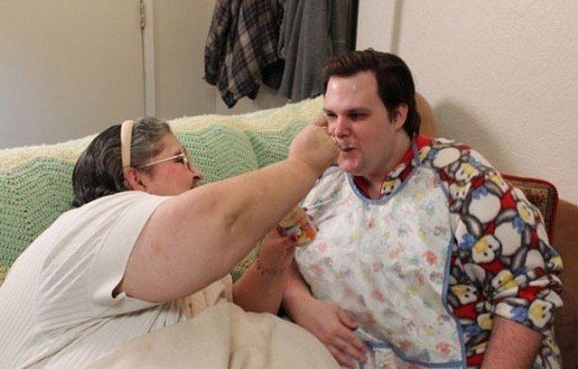 40歲「啃老巨嬰」每天還要包尿布 醫生檢查...身心都健全!