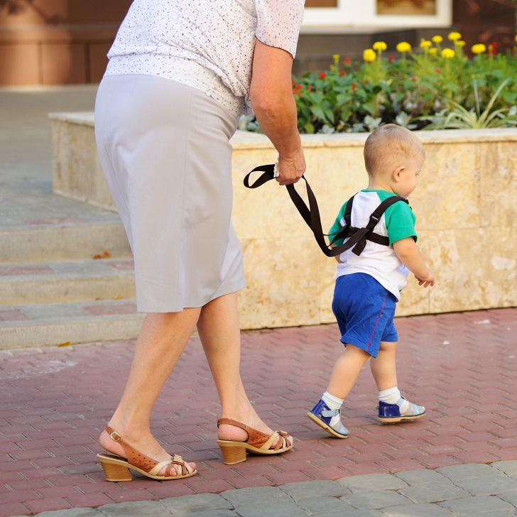 媽媽「遛小孩」被罵翻 她曝光「一定得上牽繩」的真相打臉酸民