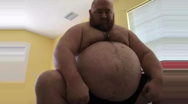 網紅每天吃「1萬卡路里」 暴肥「226公斤」只為取悅粉絲