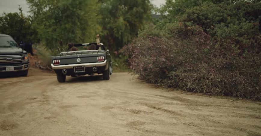 疼妻魔人水行俠送老婆「17歲的第一台車」興奮偷拍真愛反應