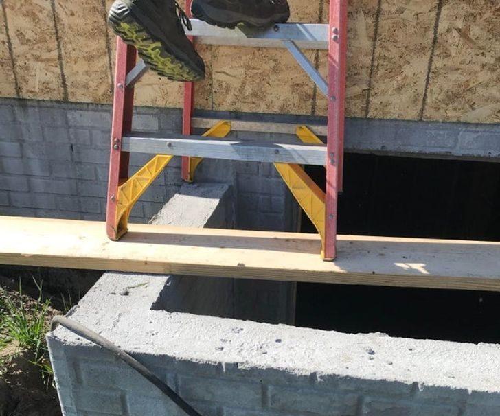 17個「突破腦力極限」的人類 徒手爬「8層樓」修廁所!