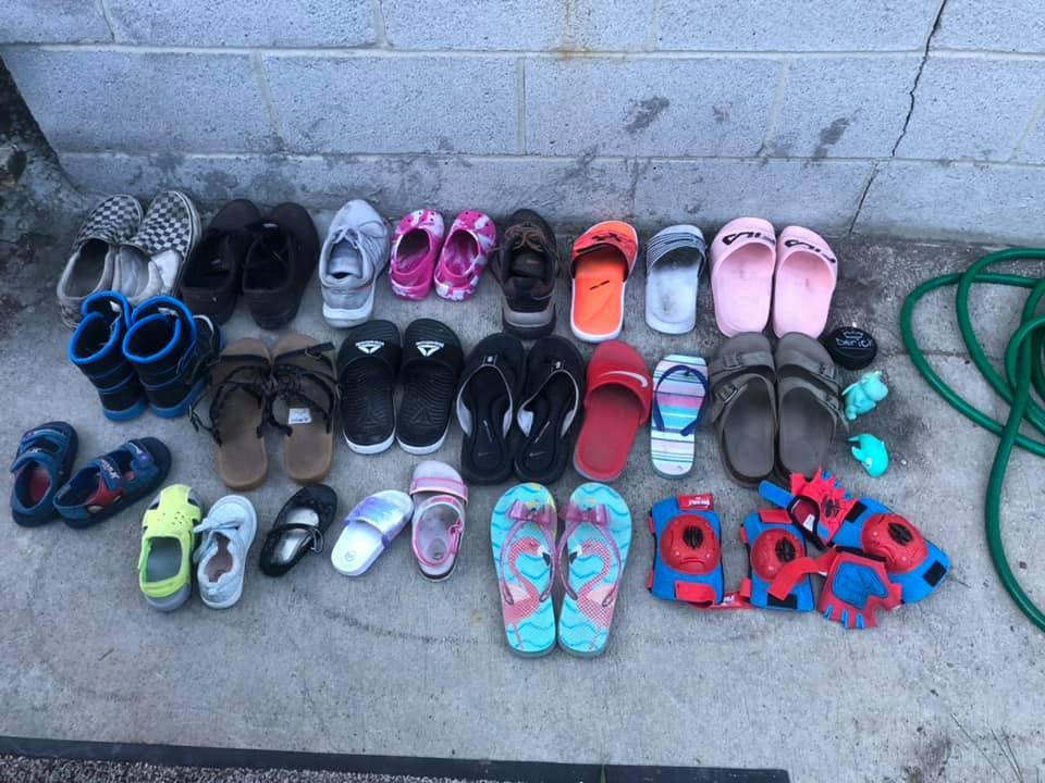 貓皇天天叼「鄰居的鞋子」當禮物 婦人無奈開社團贖罪:有80幾雙要認領