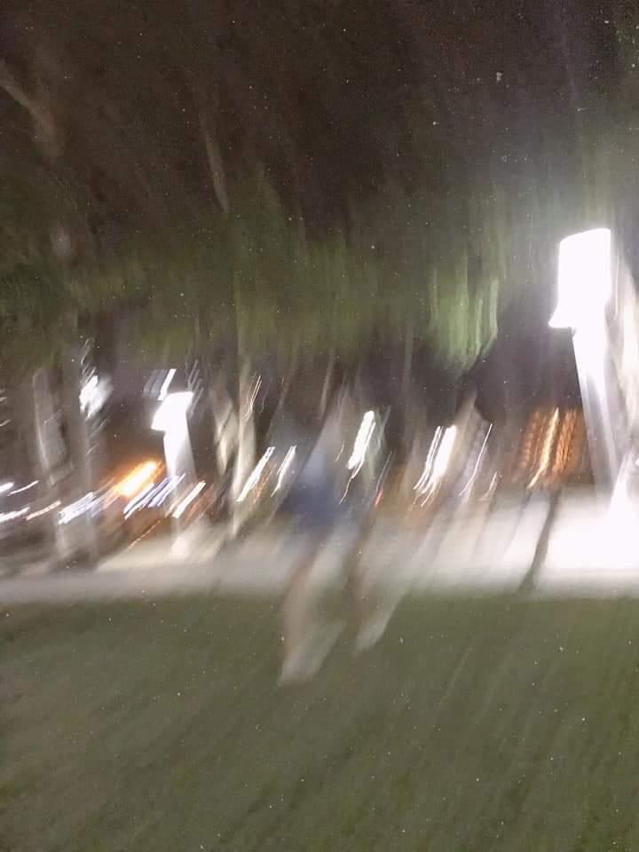 老公拍「靈魂系美照」每張都模糊 網笑翻:以為《鬼影追追追》