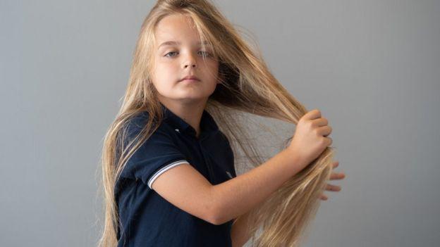 9歲小暖男「此生第一次剪髮」 克服恐懼只想看到病童笑容!