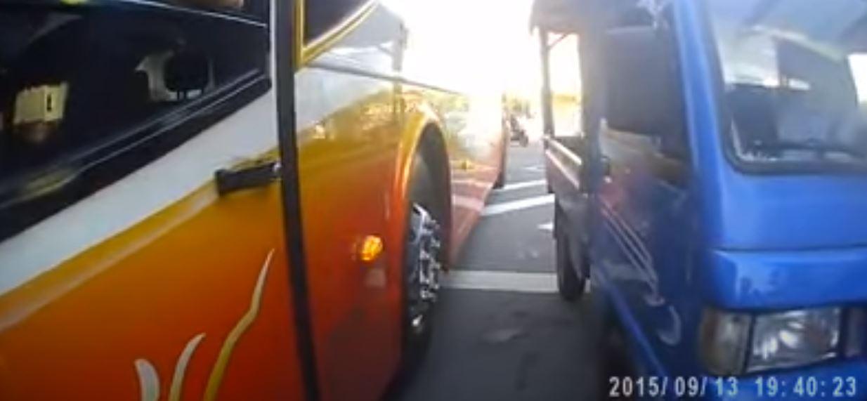他好心幫指揮倒車 一回頭「車上早餐」消失了