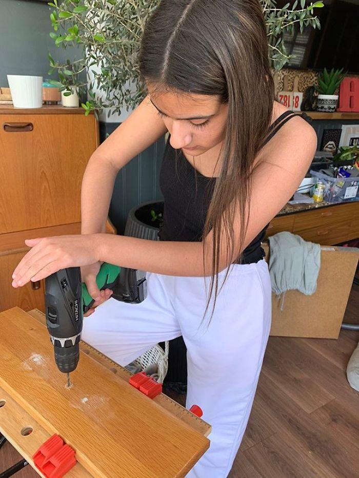 12歲「改造少女」紅遍網路 連木工「都能自己做」比大人還專業