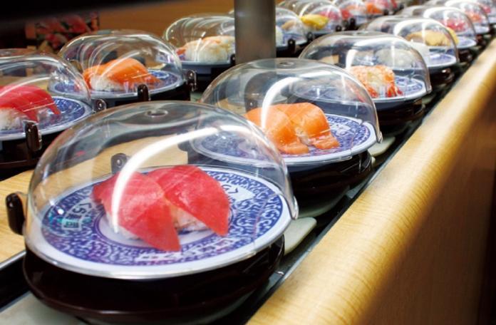 歐巴桑「壽司吃一口」放回轉台 前員工爆料:這還不是最噁!
