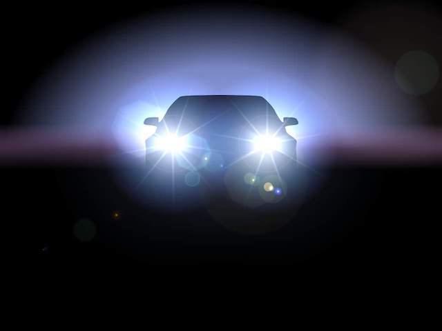 沒品駕駛「狂開遠燈」閃瞎別人 好心提醒被回嗆:我故意的啊!