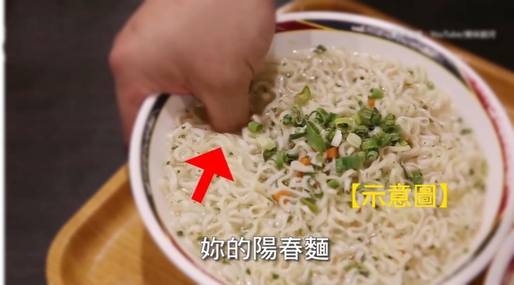 老闆上菜「整根手指插碗中」 客人投訴遭嗆:不然怎麼拿?