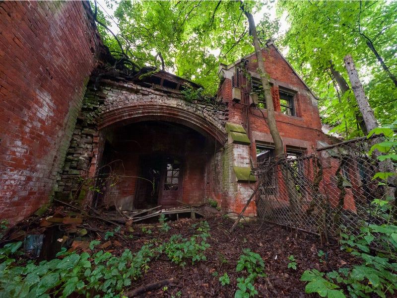 10座「不敢靠近的廢墟」曾經熱鬧的模樣 療養院只剩「超自然調查」!