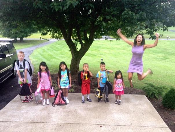 22張小孩開學「爸媽終於自由」爆笑照 「奶爸的反應」像中樂透!
