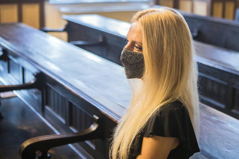 22歲少女為了3000萬鋸斷左手 最後卻被判監2年!