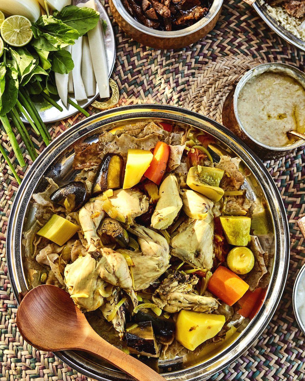 阿拉伯傳統美食「整隻駱駝BBQ」裹滿香料扒來吃太狂...