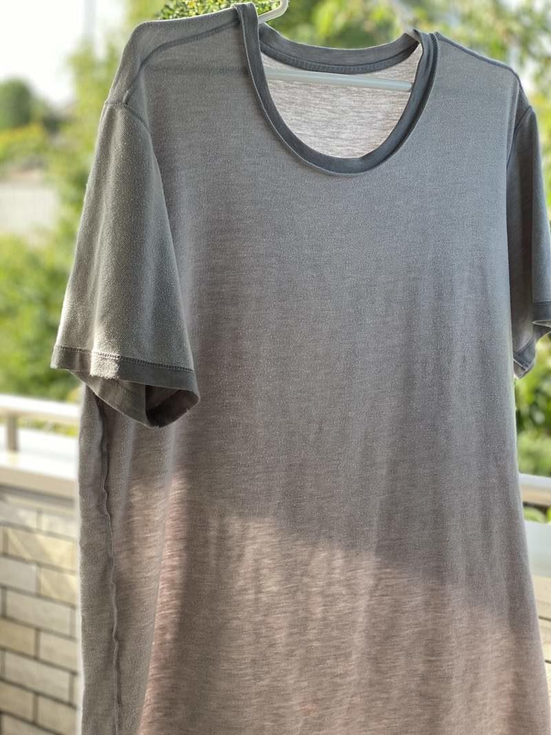 老公怨「今年夏天比較熱」 她檢查「衣服標籤」笑瘋:熱上好幾倍