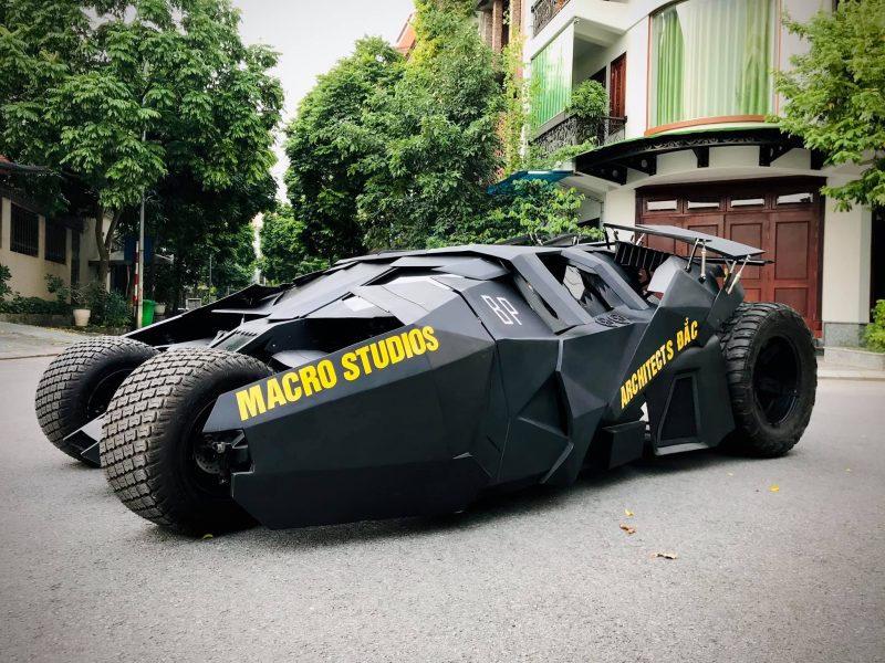 大學生自製「平民版蝙蝠車」 花不到100萬「超現實內部」還原上千萬神車