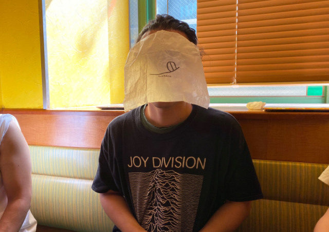 日本推出「吃飯時也能戴」的口罩 他實測結果超悲劇