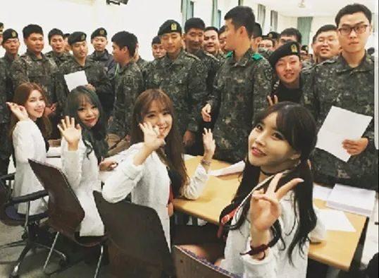 韓國女團勞軍