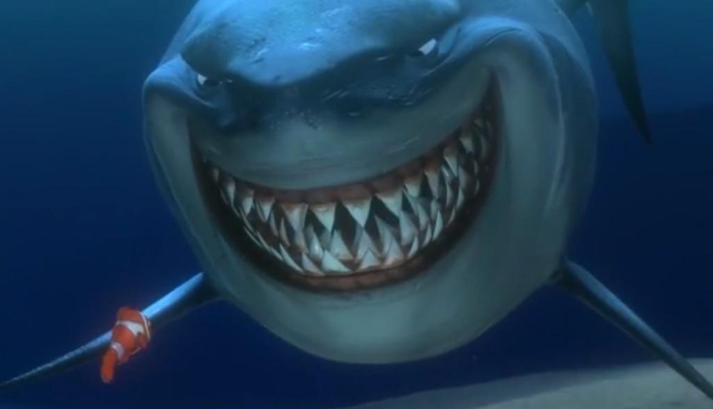 肩膀上出現大鯊魚!孕婦勇敢跳海 從300公分巨鯊口中「救出老公」
