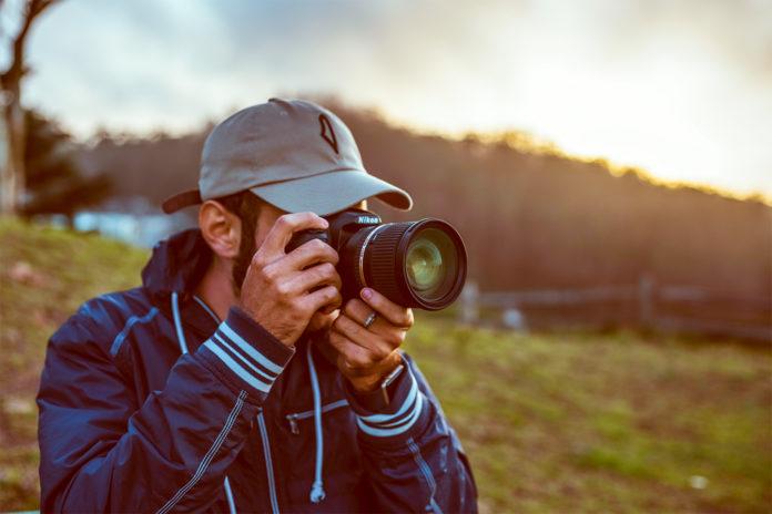 要求朋友「每周幫拍攝」被要薪水 他「發文取暖」反被砲轟打臉