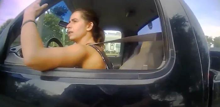 與警察飛車追逐...遭盤查「飆車原因」全傻眼:真的快拉出來了