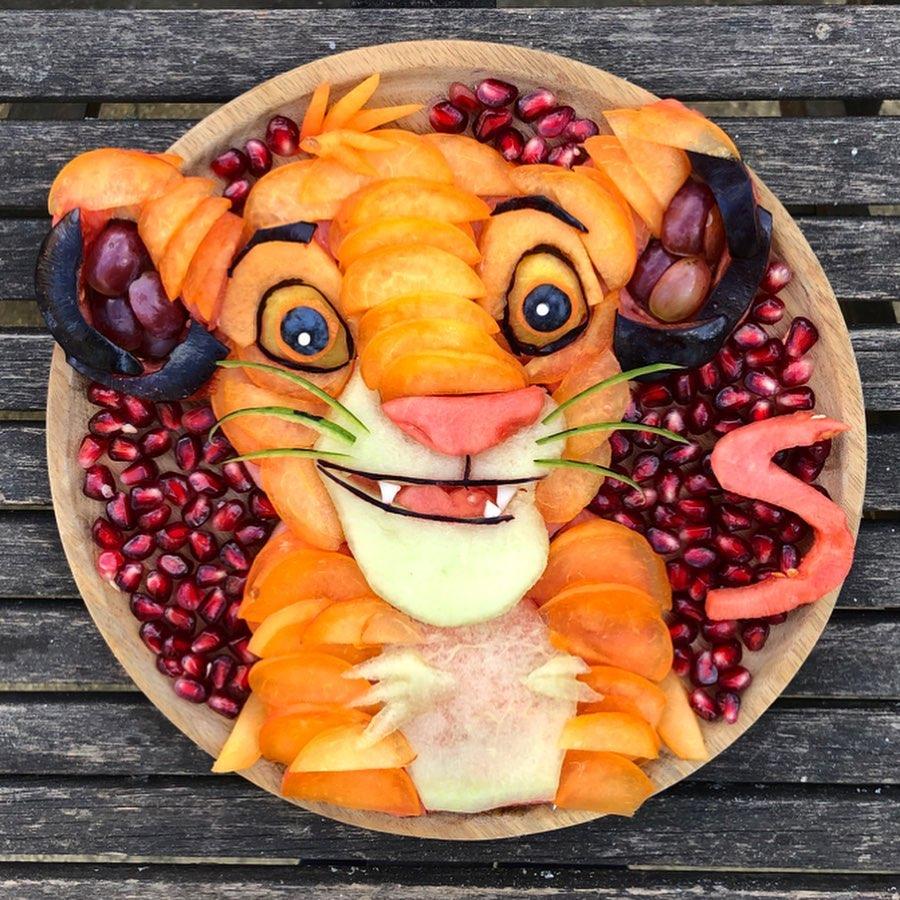 媽媽創作「藝術品級水果盤」給孩子 連爆米花都變成她的顏料!