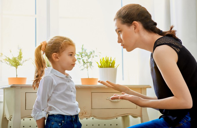 她好心幫忙撿餐具卻「被恐龍家長罵」 網:擔心小孩未來