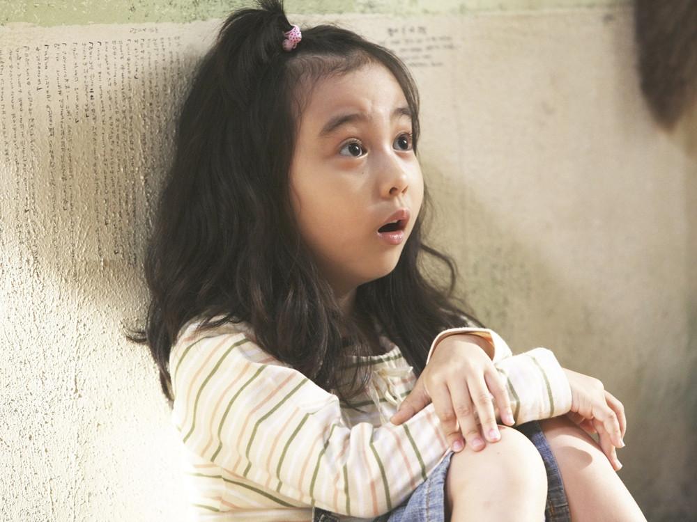 《7號房的禮物》小女孩近況曝光!網看「全身照」大讚:美到像洋娃娃