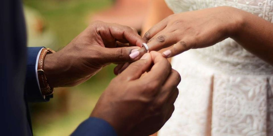 結婚當天陌生男闖入:「你們是兄妹」 比八點檔還扯真相太傻眼