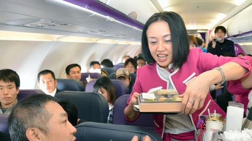 搭機「善意勸告」講不聽 機長暴怒「半路降落」:請你下機!