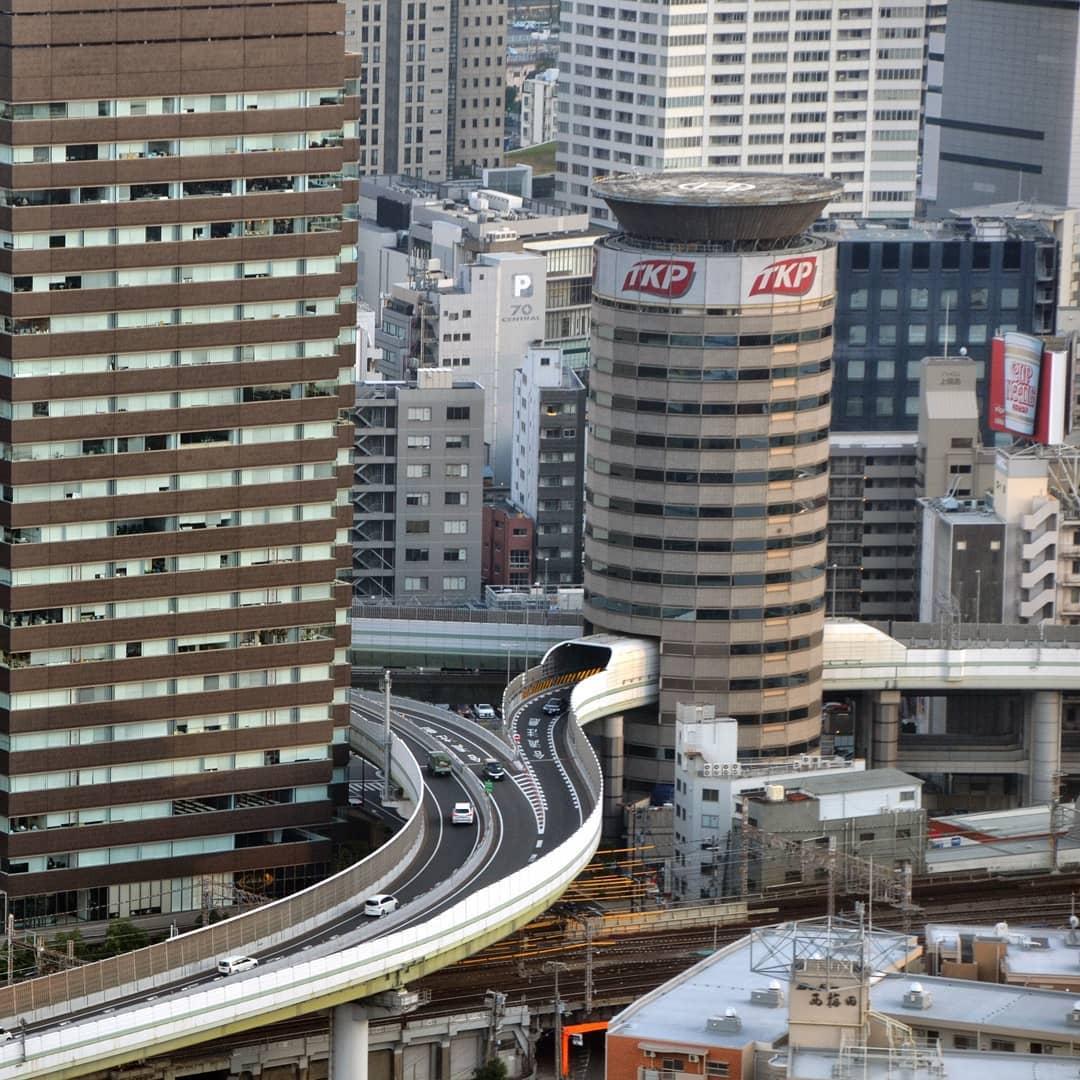 「最猛釘子戶」大樓裡的高速公路 網曝「超完美運作方式」!