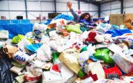 網購18年堆滿房「驚見1.5億寶物」 披頭四差點被當垃圾丟