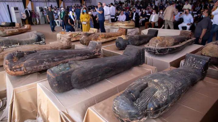 「2500年前木乃伊」終於開棺 祭司葬布「手繪容貌」太華麗
