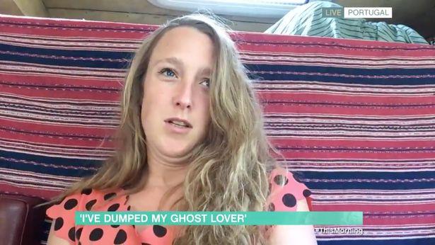 本來跟鬼魂結婚...現在悔婚了!她發現鬼男友「跟壞朋友廝混、開趴」怒分手