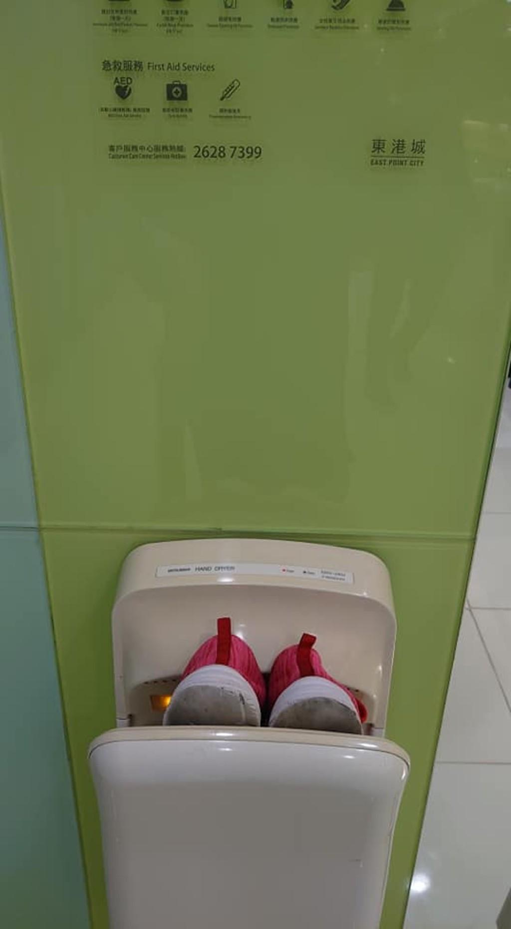 驚見烘手機被「塞運動鞋」太缺德 難怪烘完手細菌更多...
