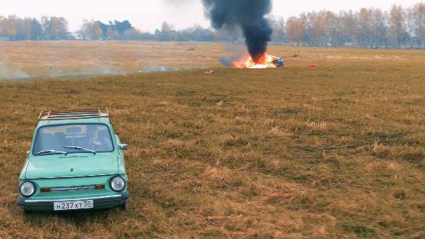 戰鬥民族嫌車太爛「直接放火燒毀」 1300萬原地蒸發
