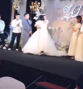 伴娘「飛撲強吻新郎」全場凍結 主持人高智商救援婚禮