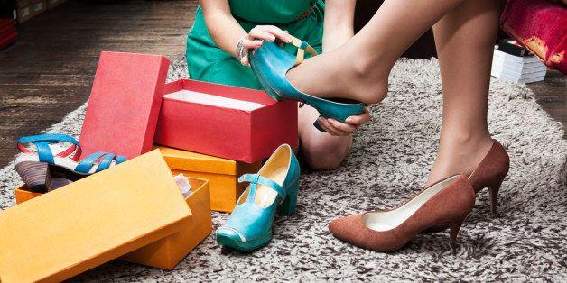好市多顧客阿姨「超高水準試鞋」讓網狂讚:連我自己都做不到