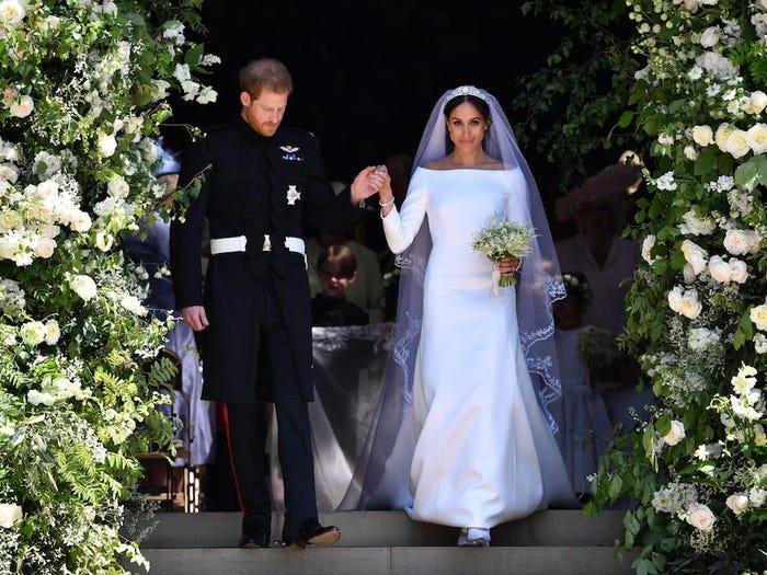 皇室穿的衣服到底有多貴?梅根的婚紗可以買下一棟房子!