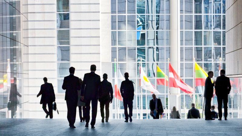 實習就是免費勞工?歐盟將「禁止無薪實習」:不可剝削年輕人!