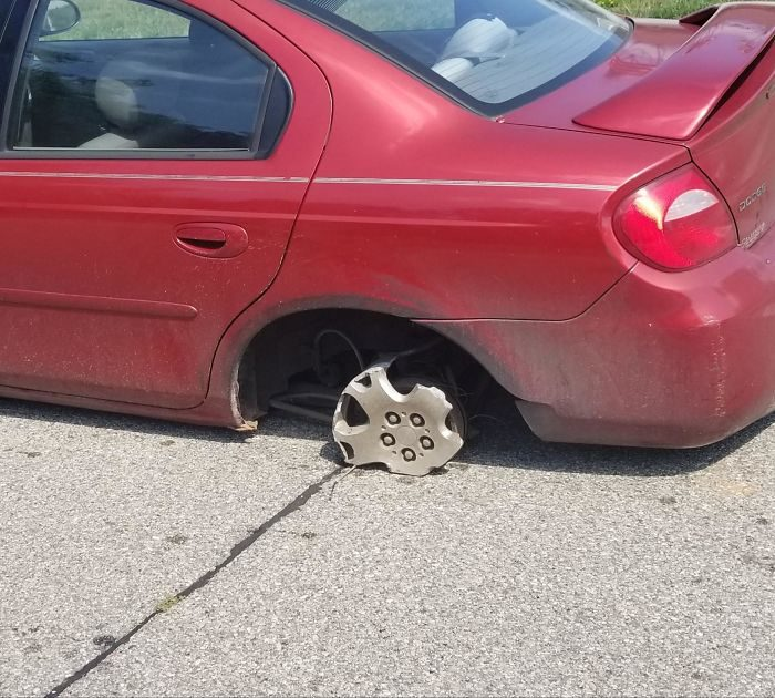 17張「師傅只能冷笑」的修車廠傻眼日常 沒輪胎還能開3天?
